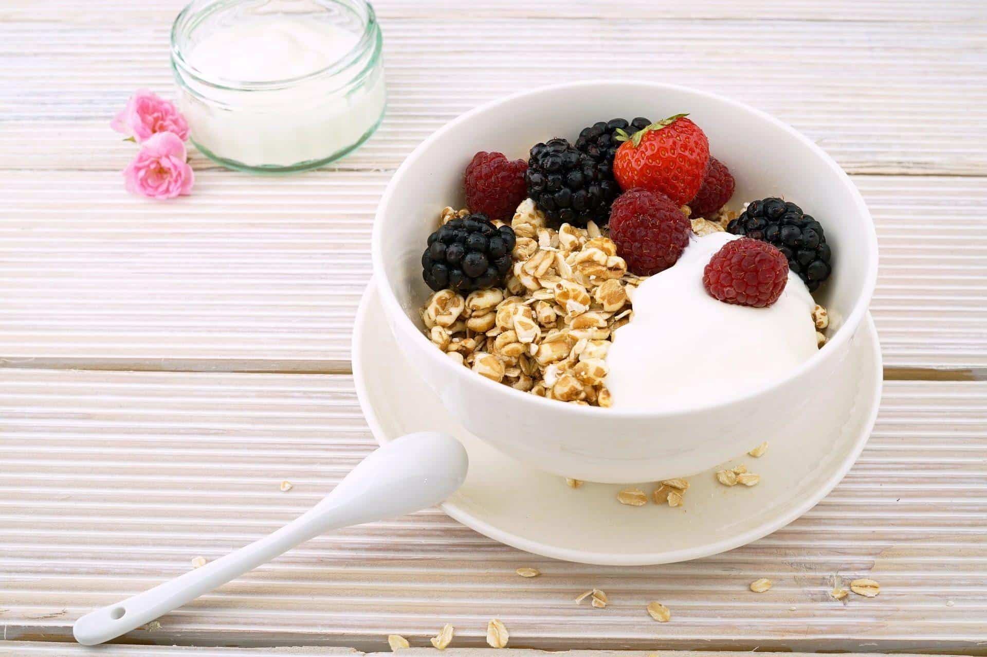 Yogurt with Berries and Muesli